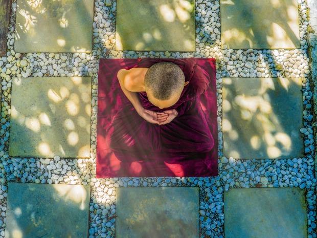 meditate-1942076_1920